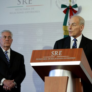 Image: U.S. Secretary of Homeland Security John Kelly (R) and U.S. Secretary of State Rex Tillerson (L) participate in a press conference in Mexico City.