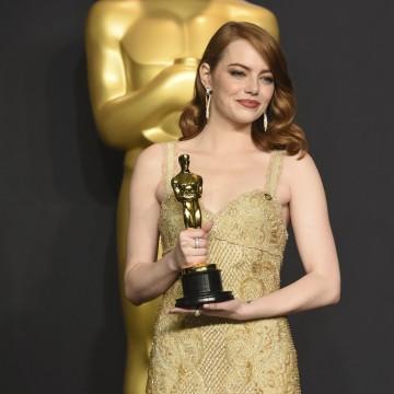 Emma Stone Tops Jennifer Lawrence as World's Highest-Paid ...  Emma Stone