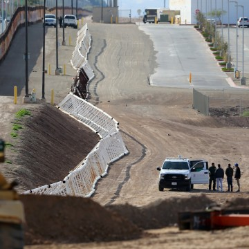 Image: Three men from India jump the fence from Mexico and give themselves up to U.S. border patrol agents in Calexico, California