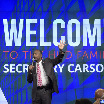 Image: Housing a Urban Development Secretary Ben Carson asks people to raise their hands and take the nice challenge as he speaks to HUD employees in Washington, March 6, 2017.