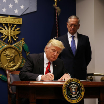 Image: U.S. President Donald Trump signs a revised executive order for a U.S. travel ban
