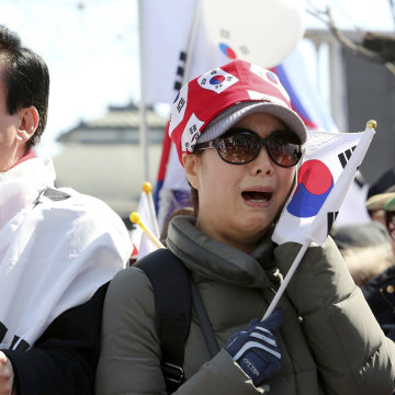 Image: Supporters of South Korean President Park Geun-hye cry during a rally opposing her impeachment