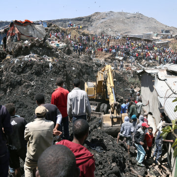 Image: Rescue workers search for those buried by a landslide that swept through a massive garbage dump, killing at least 10 people and leaving several missing at Koshe rubbish tip in Kolfe Keranio district of Addis Ababa, Ethiopia, March 12, 2017.