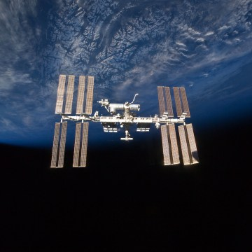 Image: The International Space Station with the Earth behind it