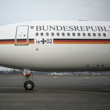 Image: Merkel meeting with Trump postponed