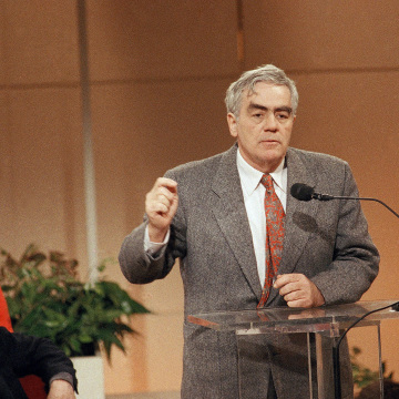 Image: Newspaper columnist and author Jimmy Breslin speaks, March 1989.