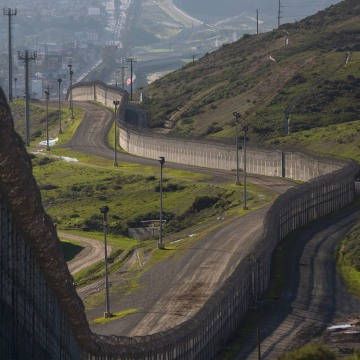 Image: Steel walls, fences, razor wire and other barricades on the US-Mexico border