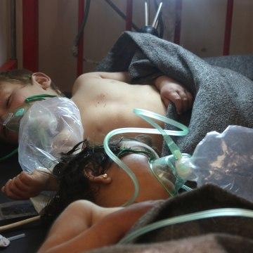 Image: Syrian children receive treatment