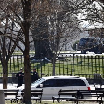 IMAGE: Secret Service at White House