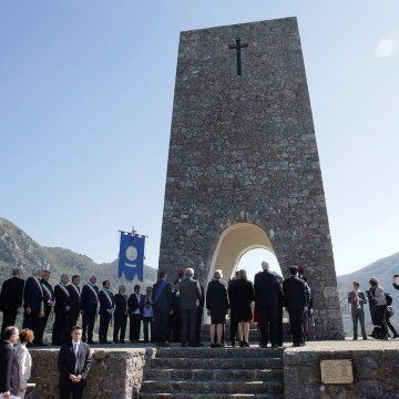Image: Rex Tillerson visted the Sant'Anna di Stazzema memorial which honors the victims of a Nazi massacre