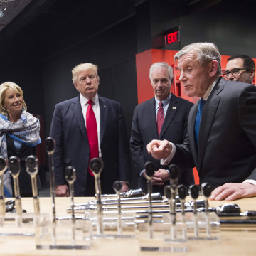 Image: Trump tours Snap-On Tools