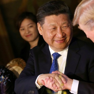 Image: Chinese President Xi shakes hands with President Trump in West Palm Beach