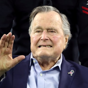 Image: Former U.S. President George H.W. Bush arrives on the field ahead of the start of Super Bowl LI