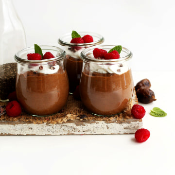 Image: EASY 6 ingredient Chocolate Chia Seed Pudding vegan glutenfree chiapudding