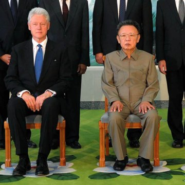 Image: Bill Clinton meets with North Korean leader Kim Jong Il