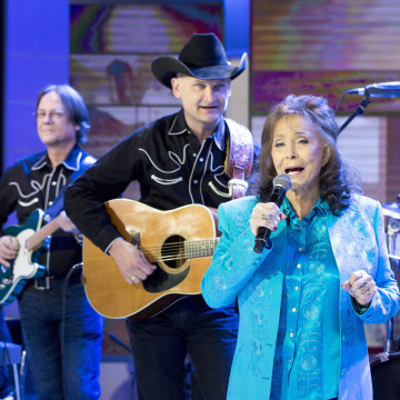 "Image: Loretta Lynn performs ""Everybody Wants to Go to Heaven"" on TODAY"