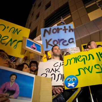 Image: Protesters demonstrate against Benjamin Netanyahu