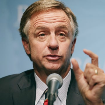 Image: Tennessee Governor Bill Haslam holds a news conference in Washington