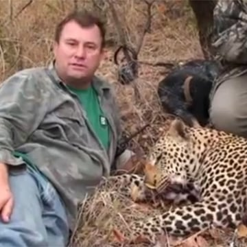 Image: Hunter Theonis Botha with a leopard