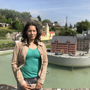 Image: Kerstin Maas-Enriquez poses in front of a miniature version of the Copenhagen stock exchange in Mini-Europe amusement park