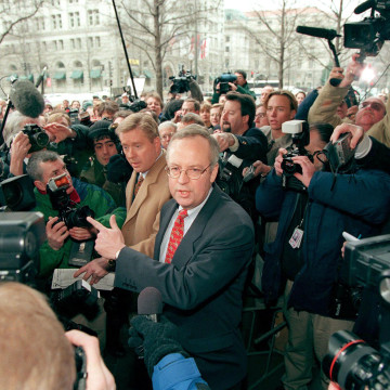 Image: Kenneth Starr, independent Whitewater counsel, is mobbed by the media as he makes his way to a bank of microphones before a press conference on Jan. 22, outside Starr's Washington, DC office.