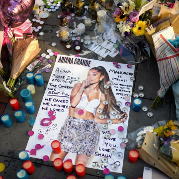 Image: *** BESTPIX **** *** BESTPIX **** Floral Tributes Are Left For The Victims Of The Manchester Arena Terrorist Attack *** BESTPIX ****