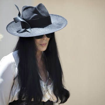 Image: Cher arriving to the funeral of Gregg Allman