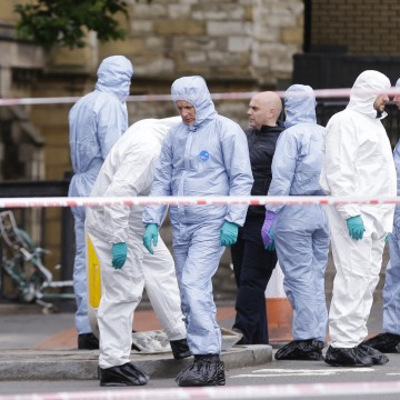 Image: Forensic police investigate around the London Bridge area