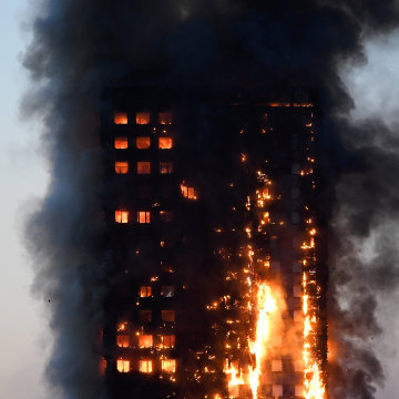 Image: Flames engulf Grenfell Tower