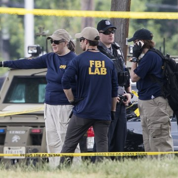 Image: Investigators at scene of Virginia shooting