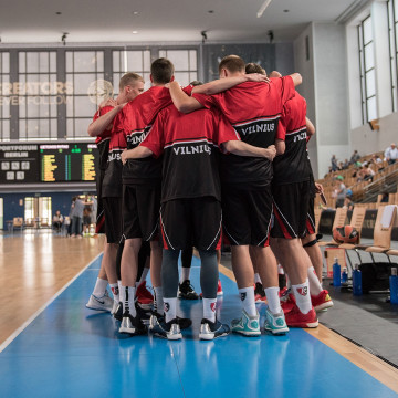 Image: BC Lietuvos rytas team members gather during a tournament game in Berlin in 2016
