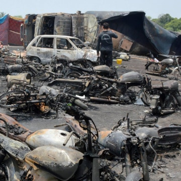 Image: At least 148 people killed in an oil tanker explosion near Bahawalpur, Pakistan