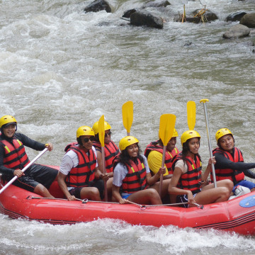 Image: The Obamas go rafting in Bali