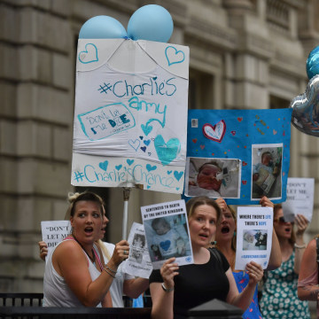 Image: Supporters of Charlie Gard's parents gather in London