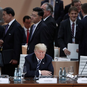 Image: Trump sits alone at the beginning of the plenary session