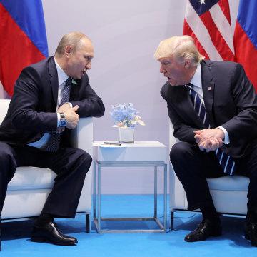 Image: Trump speaks with Russian President Vladimir Putin