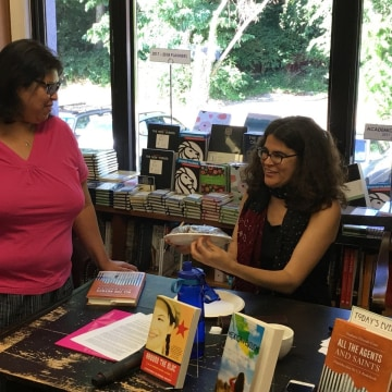 Image: Author Stephanie Elizondo Griest meets with readers