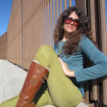 Image: Stephanie Elizondo Griest at US/Mexico border