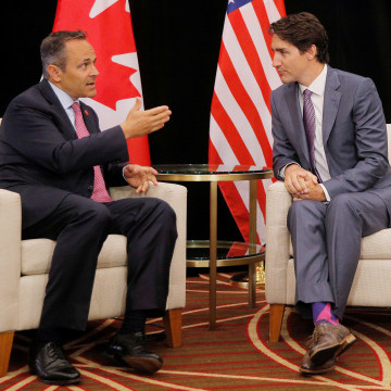 Image: Canadian Prime Minister Justin Trudeau and Kentucky Governor Matt Bevin talk