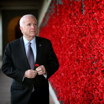 Image: John McCain Visits Australian War Memorial