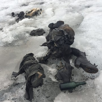 Image: Bodies of couple found after being buried in ice for decades