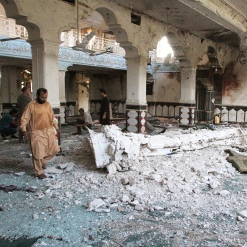 Image: Relatives inspect after an overnight suicide attack at a mosque in Herat