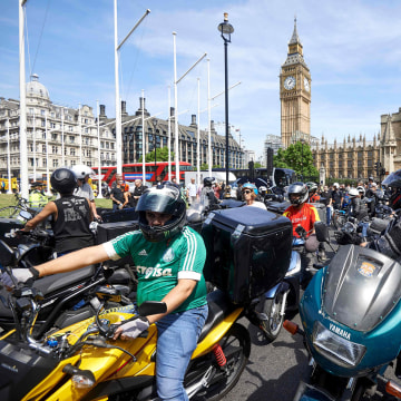 Image: Motorcycle delivery drivers and motorcyclists protest