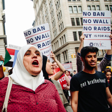 Image: People participate in a rally to protest the separation of families under US President Donald J. Trump's travel ban in New York