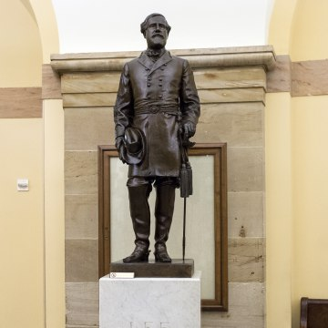 Image: Robert E. Lee Statue in the US Capitol