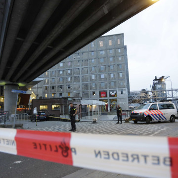 Image: Police evacuate concert venue Maassilo following terror threat