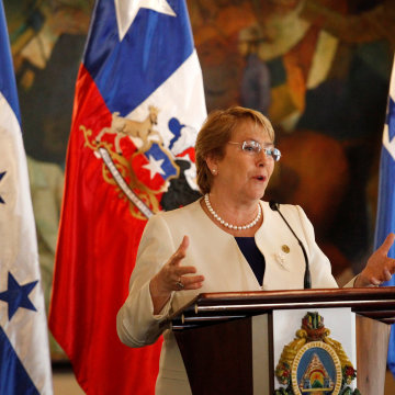 Image: Chile's President Michelle Bachelet gives a speech to the media during a news conference  at the presidential palace in Tegucigalpa
