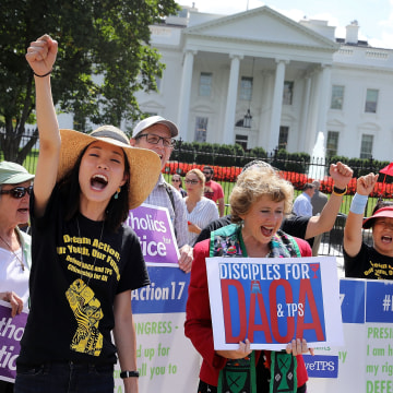 Image: BESTPIX Immigration Activists Rally At The White House In Support Of The Deferred Action For Childhood Arrivals Plan