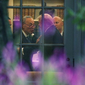 Image: Schumer makes a point to President Donald Trump