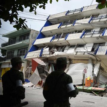 Image: 8.2 magnitude earthquake shakes Mexico